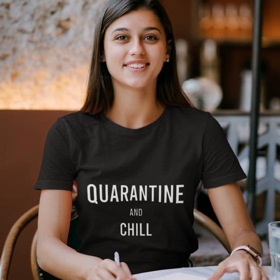 Foto de Playera mujer | Quarantine and Chill